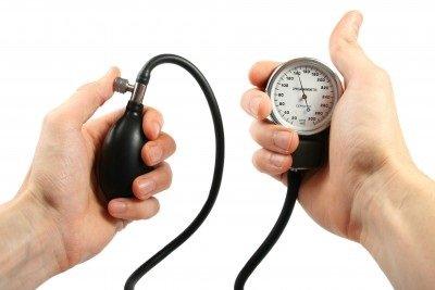 10 způsobů, jak snížit krevní tlak bez užívání léčiv