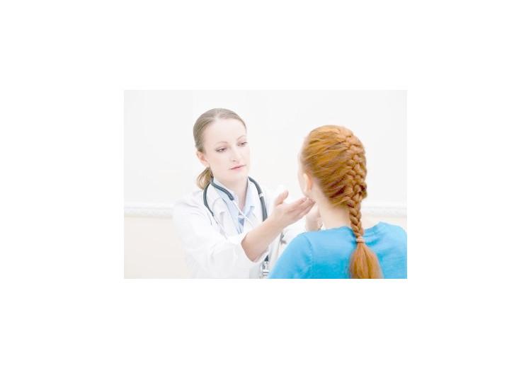 Riedlova struma: příčiny, příznaky, diagnostika a léčba