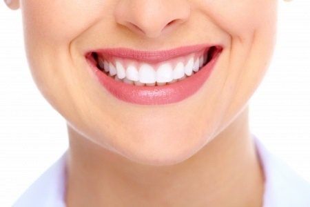 The ultimate guide to risks associated with DIY teeth whitening