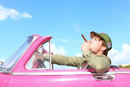 Velká Británie chce zakázat kouření v autech, kde se přepravují děti