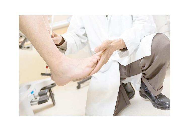 Zápal Achillovej šľachy: príčiny, príznaky, diagnostika a liečba