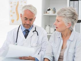 Nie je už načase, aby doktori dali dole biely plášť?