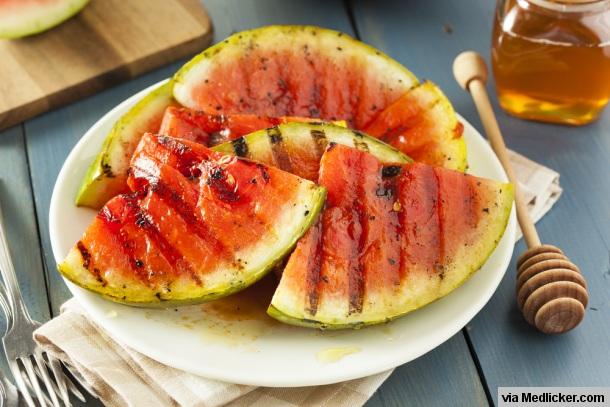 Vodní meloun na grilu s medem