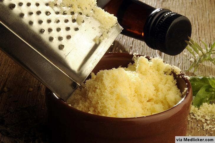 Fromage Parmesan rapé avec de l'huile d'olive