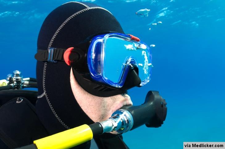Potápěč s dýchacím přístrojem