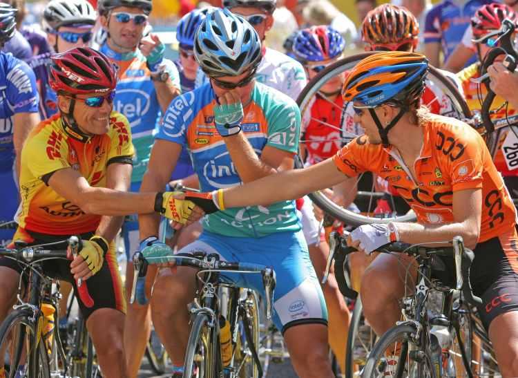 Cyklisté při závodě