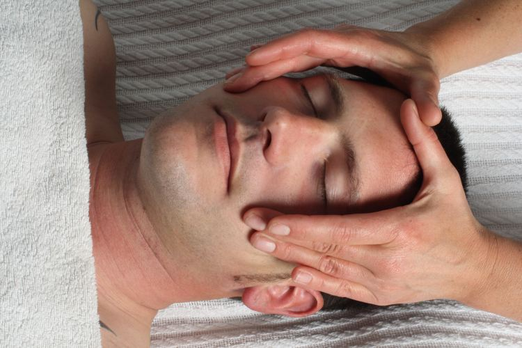Lymph massage of face