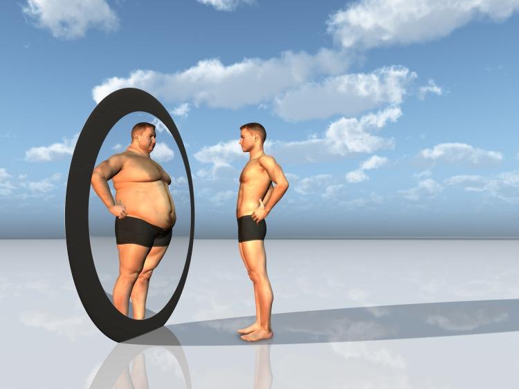 Homme gros et maigre devant mirroir