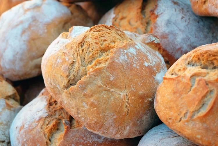Hromada bochníků chleba