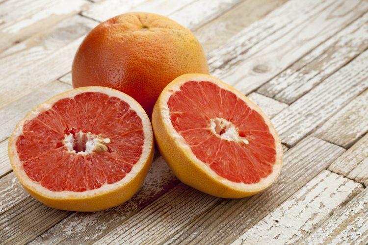 Grapefruit je zdravý a chutný, ale ovlivňuje účinnost některých léčiv