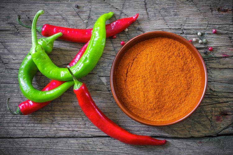 Čili papričky se prodávají jednak jako ve formě papriky a jednak jako prášek (kajenský pepř)