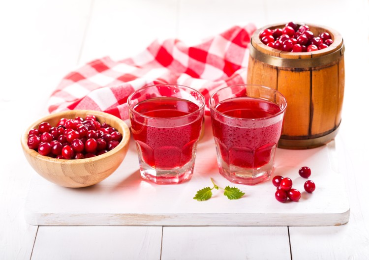 Cranberry juice increases your risk of developing a kidney stone