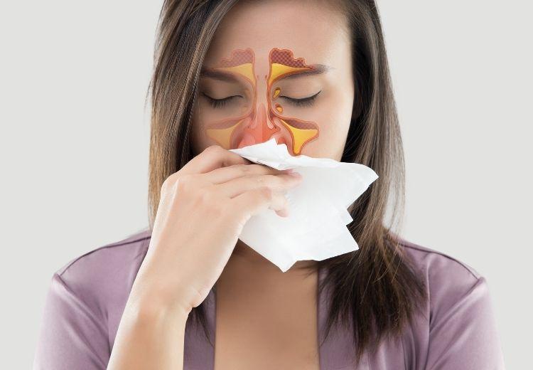 Zánět dutin (sinusitida) může být jednou z příčin tlaku na spáncích