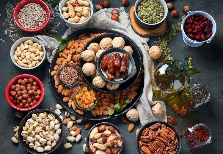 Kyselina listová je v hojné míře zastoupena v různých druzích ořechů a semen