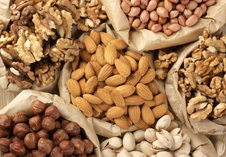 Vdechnutí ořechů nebo drobných předmětů je nejčastější příčinou atelektázy u malých dětí