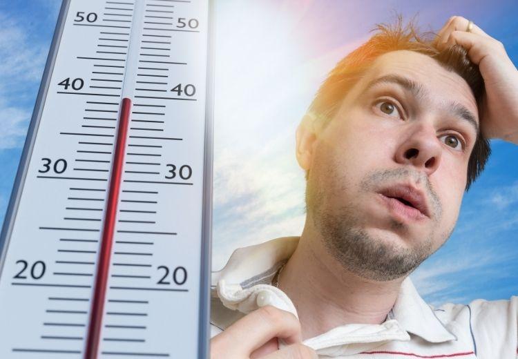 Pobyt v horúcom podnebí alebo v prostredí so zvýšenou vlhkosťou vzduchu sú častými príčinami vnútorné horúčky