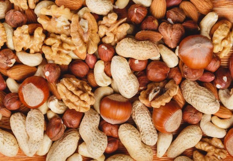 Vdýchnutie orechov alebo drobných predmetov je najčastejšou príčinou atelektázy u malých detí
