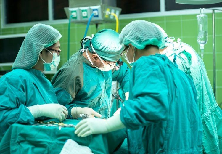 Nejčastější příčinou duodenogastrického refluxu jsou pooperační komplikace a stav po cholecystektomii