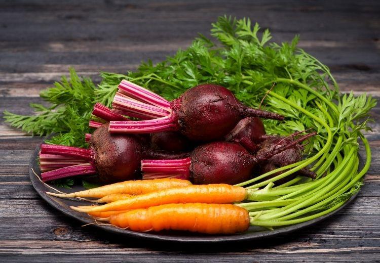 Najčastejšou príčinou oranžovej stolice je konzumácia potravín s vysokým obsahom betakaroténu, ako je mrkva alebo červená repa