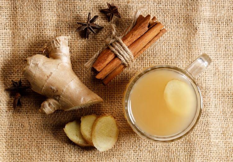 Ak chcete upokojiť podráždený žalúdok, skúste škoricu a ďumbier lekársky