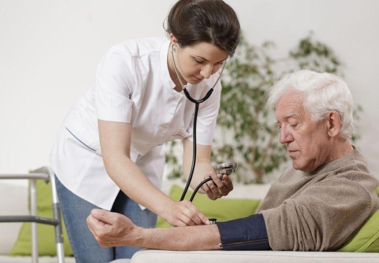 Valsalvov manéver pomáha znížiť krvný tlak a súvisiace ťažkosti