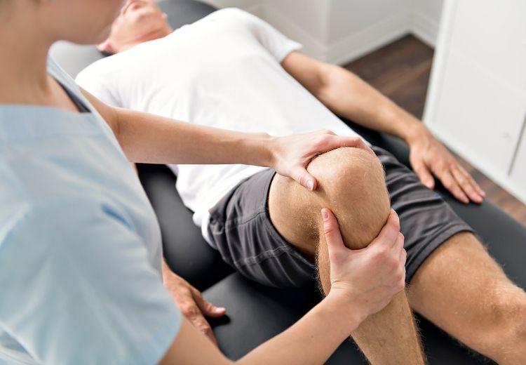 Fyzioterapie (rehabilitace) je nedílnou součástí léčby Reiterova syndromu (reaktivní artritidy)
