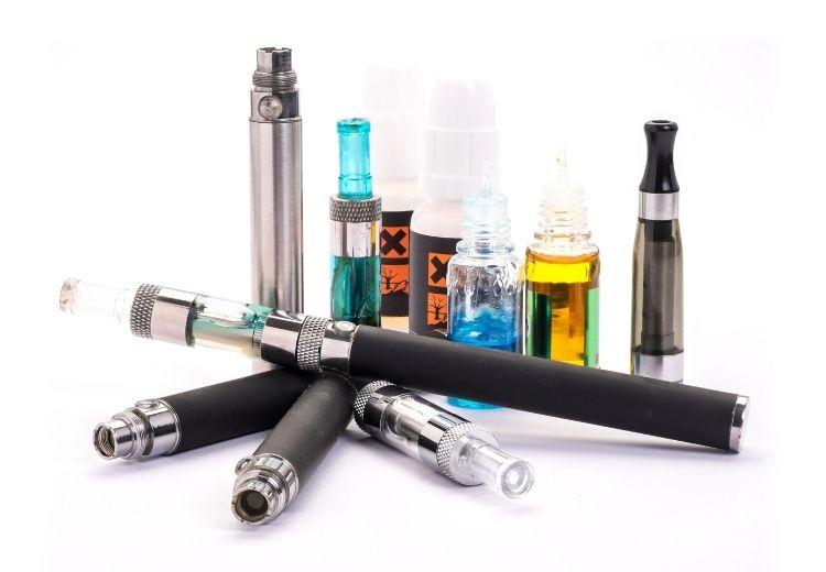 Náplně do elektronických cigaret obsahují látky, které zvyšují riziko popcornové plíce (bronchiolitis obliterans)
