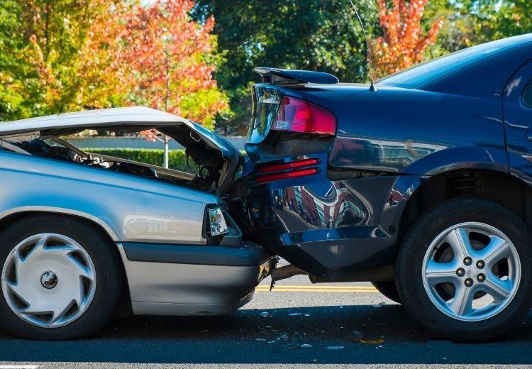 Autonehody jsou častou příčinou úrazového hemoperitonea
