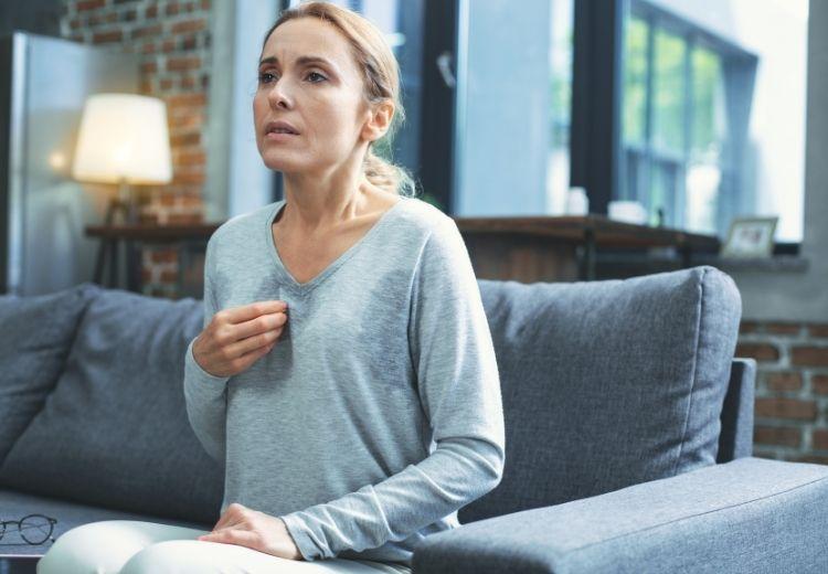 S bolestí na hrudi při nádechu se setkáváme i u úzkostných poruch nebo při stresu