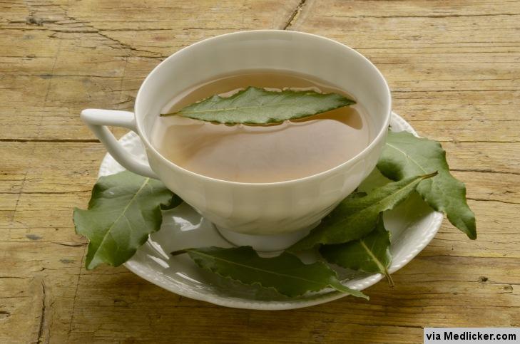 Thé avec des feuilles de laurier