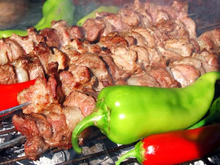 Grilované maso a zelenina