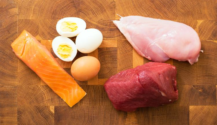 Maso, vejce a další potraviny obsahující bílkoviny