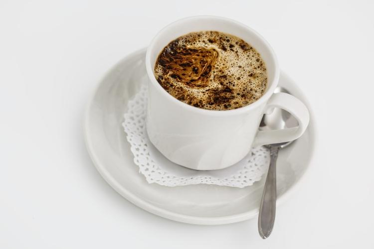 Instantní káva v šálku