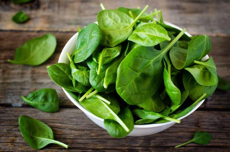 Špenát je bohatým zdrojem bílkovin